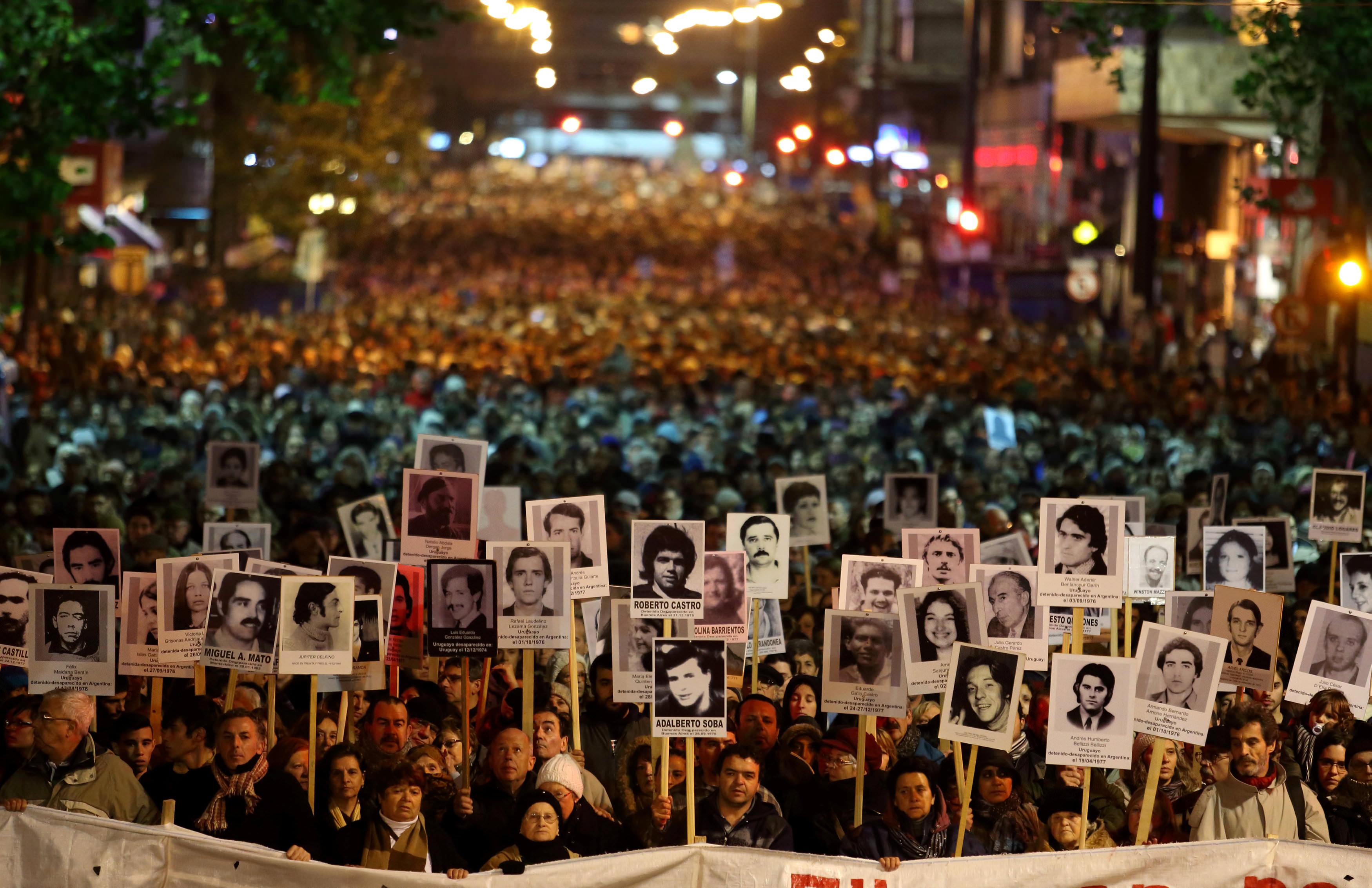"""Uruguay: marcha por las y los desaparecidos: """"¡Que nos"""